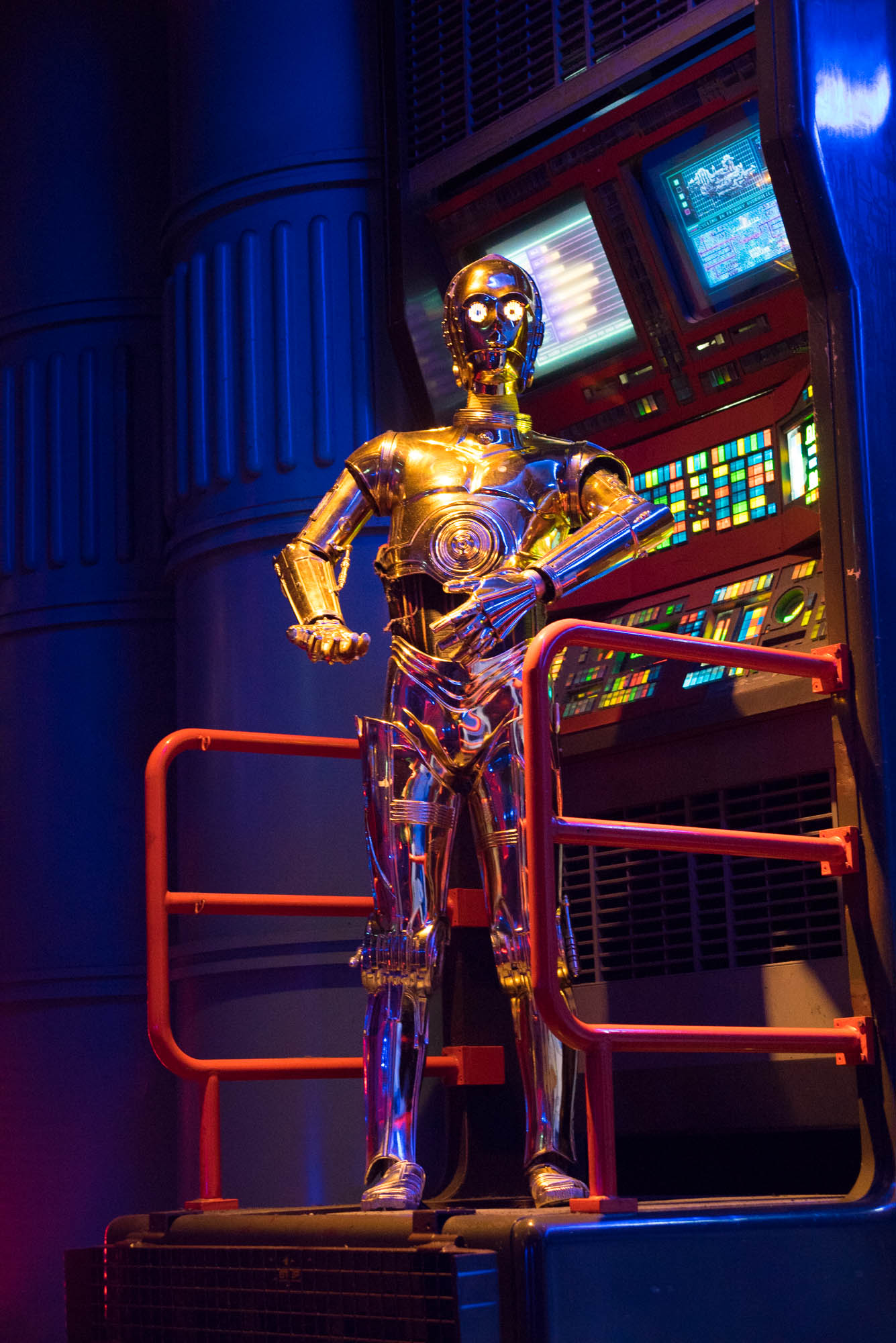 Photograph of C3PO on a set at Disney Paris