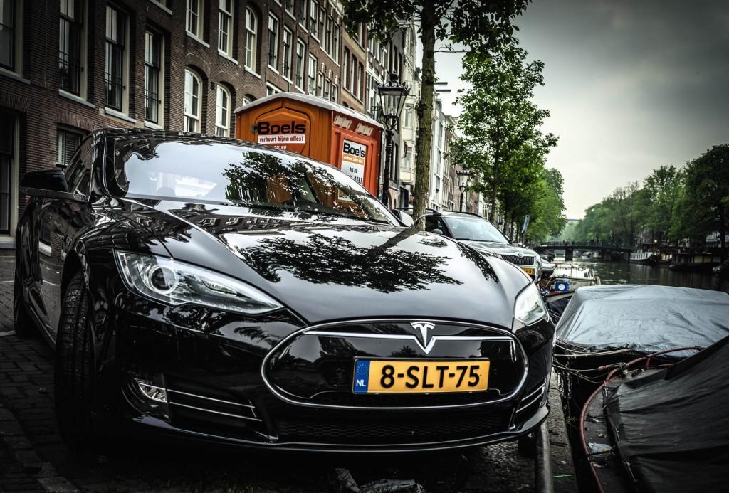 Tesla Model S on Prinsengracht