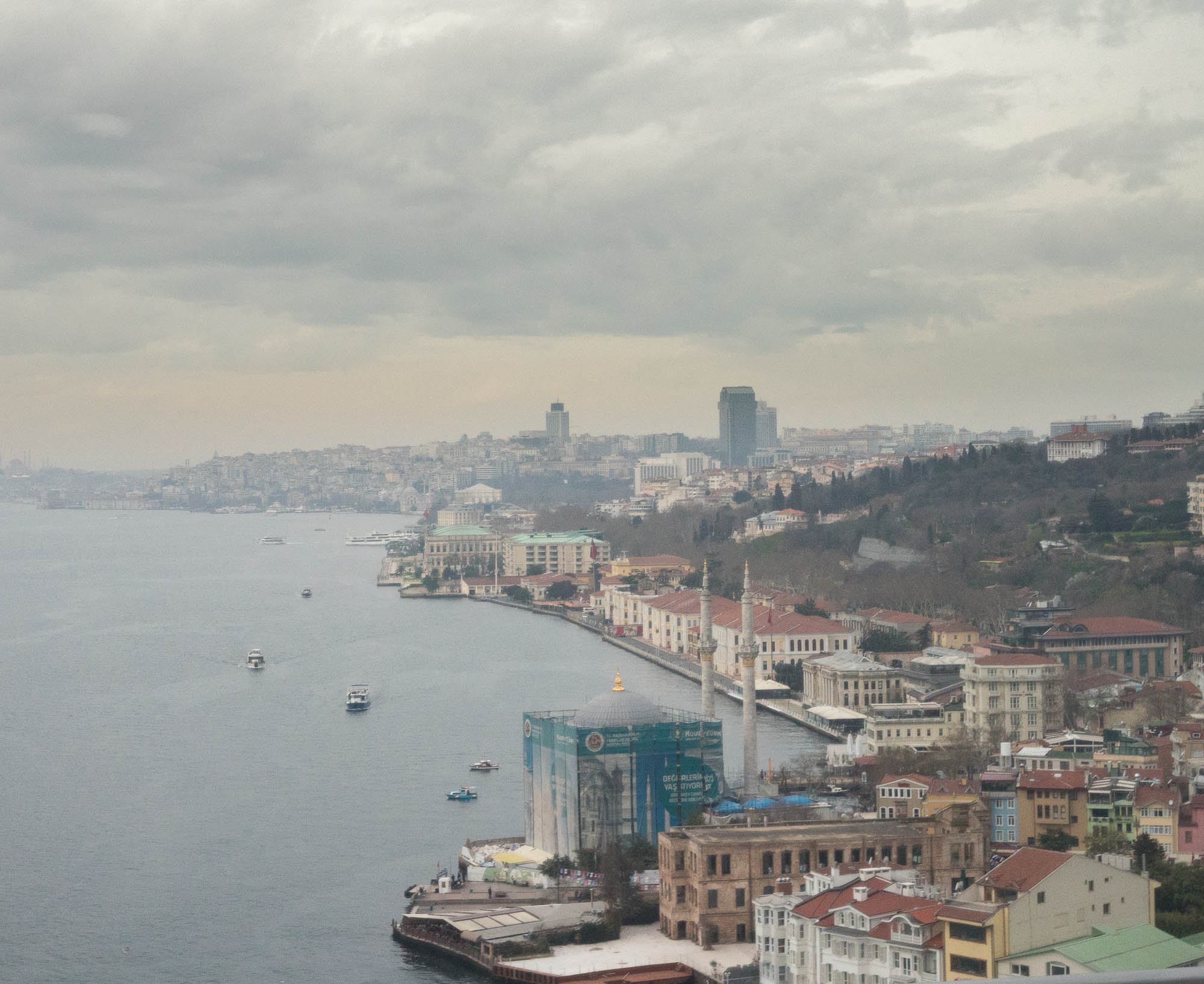 Istanbul's Bosphorus from the Bosphorus bridge (c) Pascal Jappy.