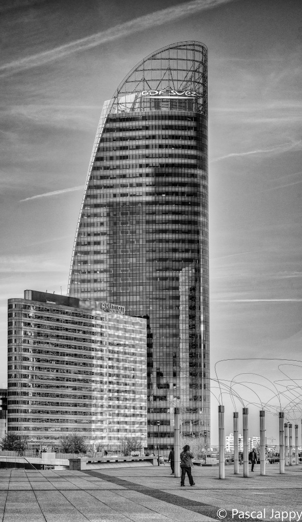 The GDF - Suez tower in La Défense, Paris, photographed with the Zeiss FE 55mm 1.8 on the Sony A7r
