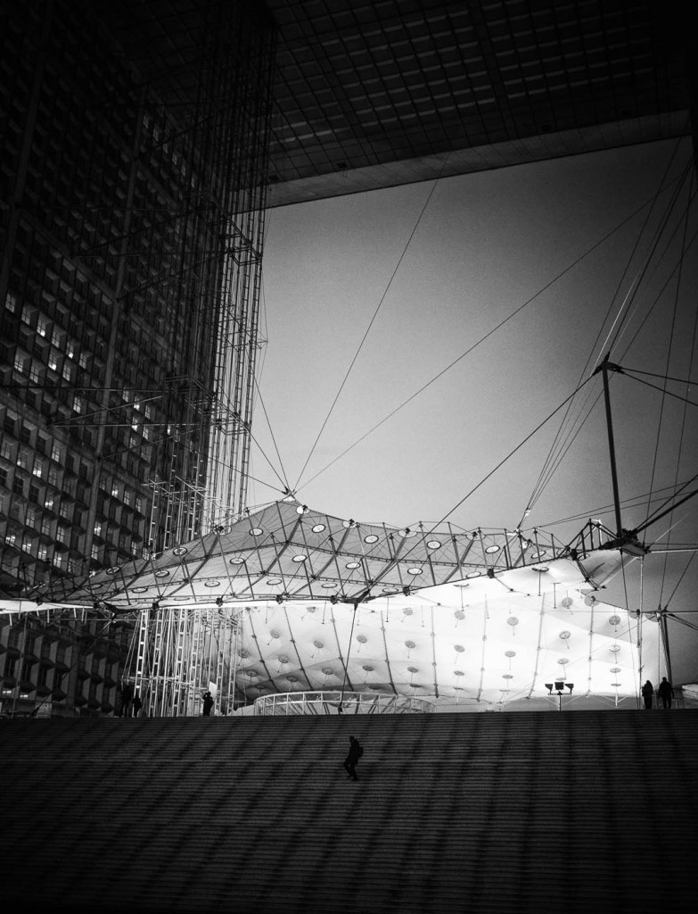 Under the Grande Arche de La Défense, Paris. ZM 35/1.4, Sony A7r