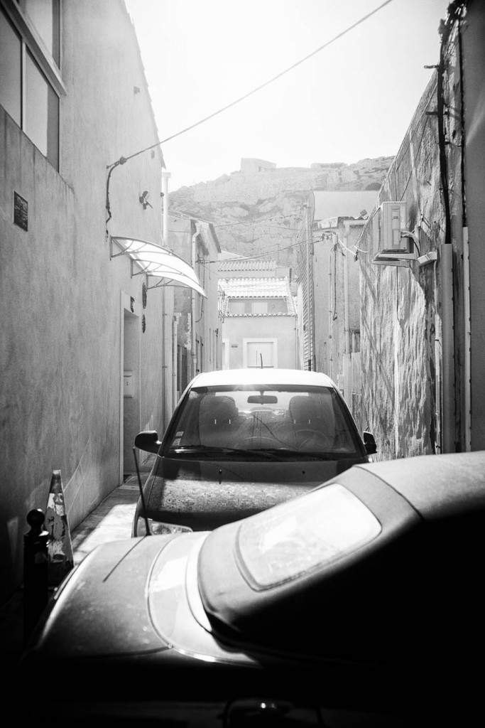 A sunlit alley in a stony sburb of Marseilles, Les Goudes. Zeiss ZM 35/1.4 Distagon T*