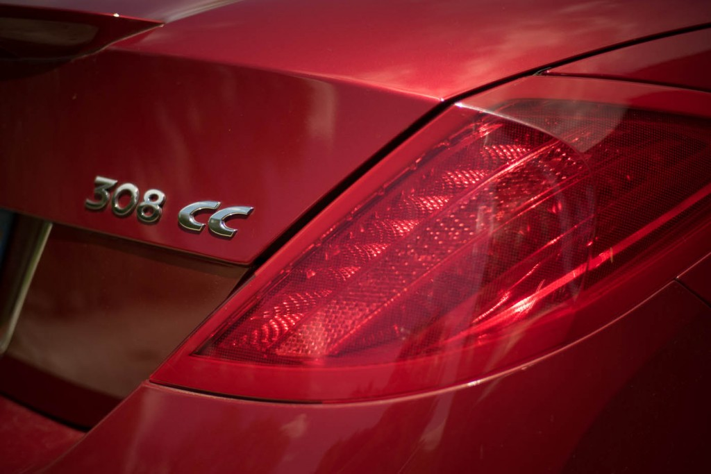 The rear light of a red convertible photographed with a Zeiss C-Sonnar 1.5/50 ZM on a Sony A7r