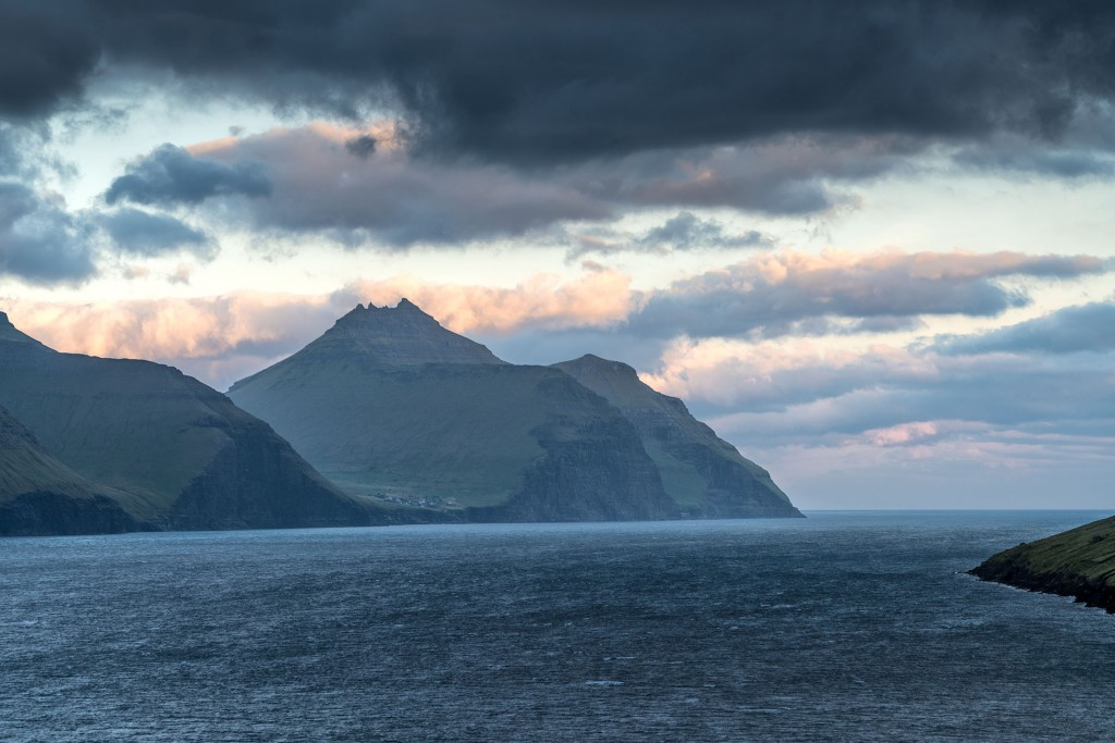 673DSC3332. Daybreak on Kalsoy from Kunoy