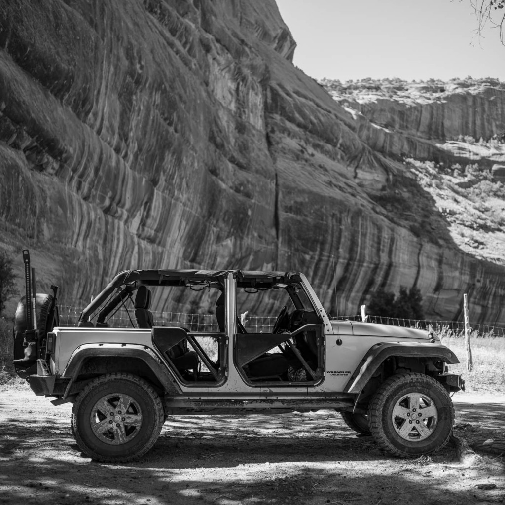 Jeep inside Canyon de Chelly