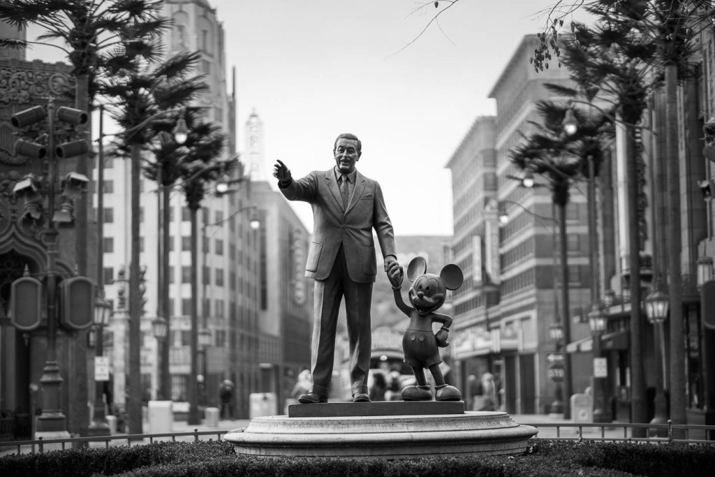 Like father and mouse, Disneyland Paris - Sony A7rII & Zeiss Milvus 85