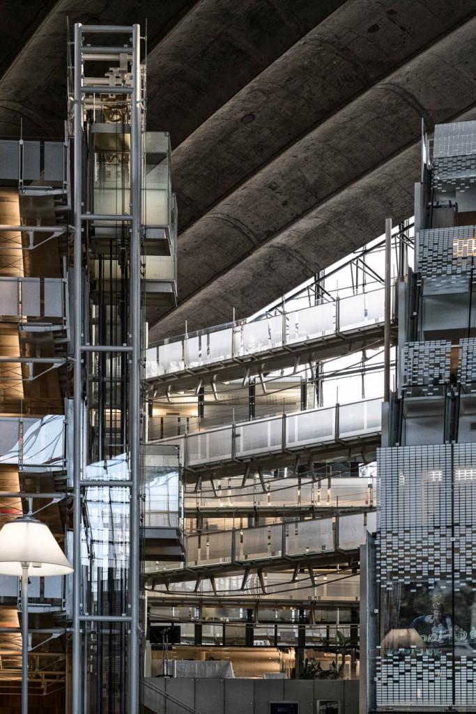 Inside CNIT, La Défense, Paris. Sony A7rII & Zeiss Milvus 85/1.4