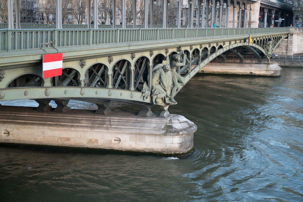 Pont de Bir-Hakeim. Sony A7rII and Leica Summilux-M 50/1.4.