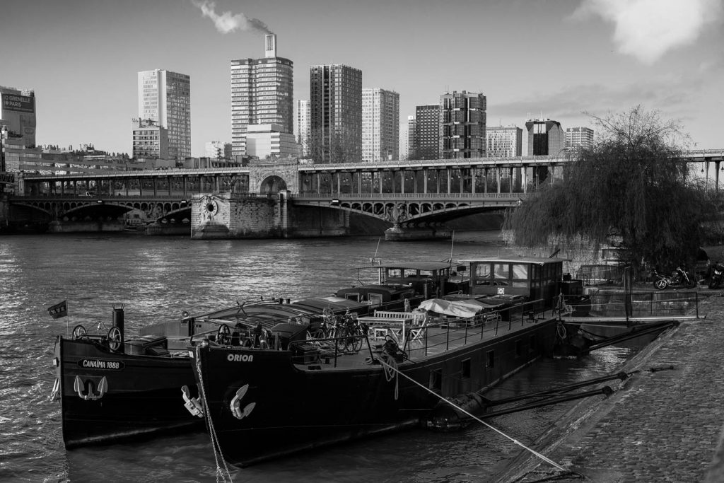 Barges on the Seine river. Sony A7rII and Leica Summilux-M 50/1.4.