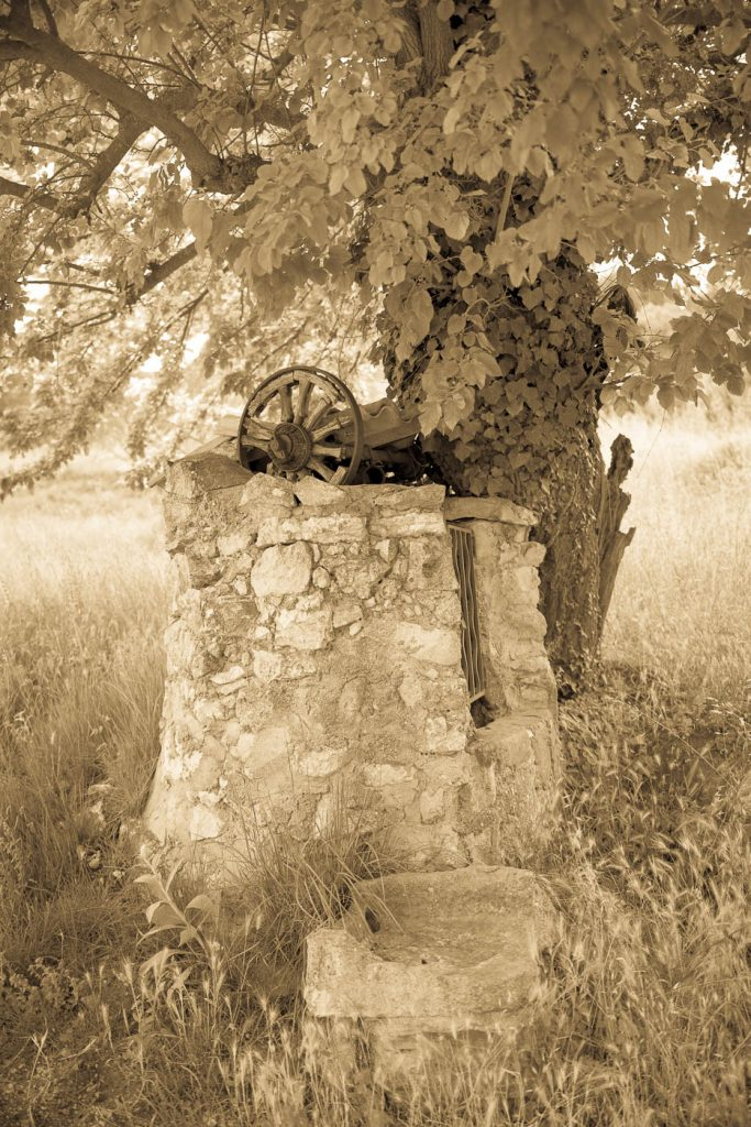 Old well in Provence photographed with a Zeiss OTUS 28